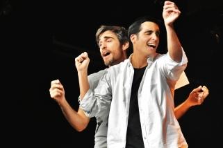 Els actors Raül Tortosa i Xavier Mercadé  protagonitzen 'El brindis'. || CEDIDA