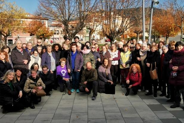 Foto de família de les persones que han assistit a la lectura del manifest