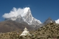 L'Ama Dablam al fons, vist des de Dingboche, en la vall del Thumbu, una de les zones més belles de l'Himàlaia.