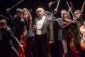 Jordi Purtí, al centre, dirigeix l'Orquestra de Cambra de l'Empordà amb la proposta 'Desconcerto'. || CEDIDA