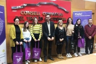 A l'esquerra, les representants de l'institut Castellar, centre vallesà de 'Piula contra la violència masclista'