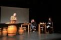 Un moment de l'acte 'De vins i mots' amb David Vila a la dreta. || Cedida