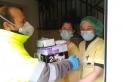 Efectius de la Brigada Municipal porten material a diverses residències de Castellar - CEDIDA