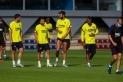 Un entrenament dels jugadors del Barça en la represa de l'activitat abans de competir a la Champions ||F.C. Barcelona