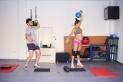 Xavi Miralles i Elisabeth Arilla durant una sessió de CrossFit al garatge de casa seva. || Q, Pascual