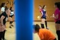 Diverses joves durant un entrenament de voleibol al pavelló Puigverd, aquesta setmana. ||Q. Pascual