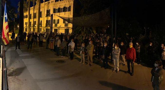 Concentració contra la sentència d'inhabilitació del president Torra, als Jardins del Palau Tolrà - R.G.