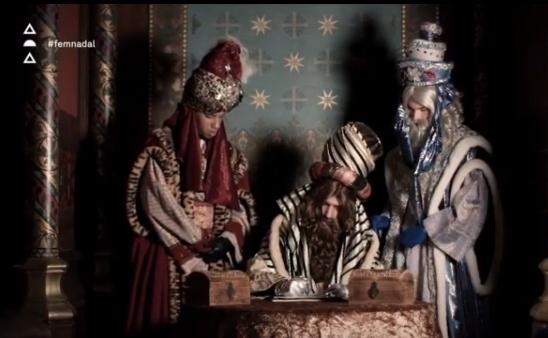 Fragment del vídeo on els Reis d'Orient escriuen la carta als infants de Castellar