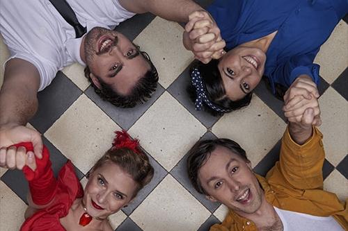 Epidèmia Teatre presenta 'Mistela Candela Sarsuela. A dalt, segona per l'esquerra, la castellarenca Aida Llop. || CEDIDA