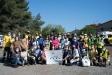 Els voluntaris de Let's clean Europe i membres de l'ADF i Centre Excursionista de Castellar participants a la neteja del camí del riu Ripoll