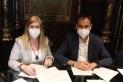 Cristina Layos, presidenta de Creu Roja Castellar, i l'alcalde Ignasi Giménez, van signar el conveni dimecres passat || R.G.