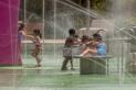Els jocs d'aigua de la plaça de Catalunya ja fa dies que són oberts, en horari de 10h a 21 hores / Carles Díaz