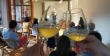 Tast del vi Flor d'Albera a la xerrada sobre el passat vitivinícola de Castellar.    A. PORTOLÉS
