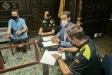 Els dos nous agents de la policia local signant davant de l'alcalde i del secretari municipal    Aj. Castellar