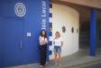Les regidores d'ERC Dolors Ruiz i Núria Raspall davant de les dependències de la Policia Local