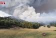 Una gran columna de fum de l'incendi de Santa Coloma de Queralt, entre la Conca de Barberà i l'Anoia    Bombers