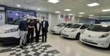 Al centre, els gerents de Motor Sport amb el regidor d'Espai Públic i l'alcalde de Castellar, dimecres passat   AJ. CASTELLAR