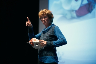 Mireia Grossmann durant el taller sobre sòl pelvià celebrat dijous passat a l'Auditori