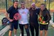 El regidor d'esports, Nakor Bueno, amb representants del Club Tennis Castellar, durant la jornada benèfica de pàdel